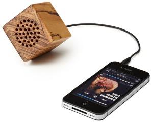 Mini-Wooden-iPhone-Speaker
